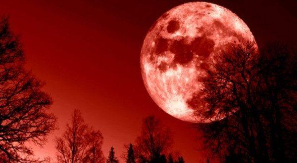 القمر الدامي